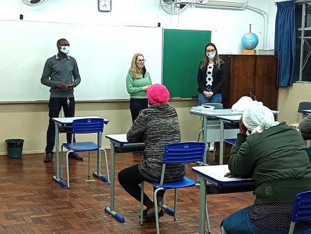 Projeto da Administração oferece aulas de Língua Portuguesa para haitianos